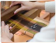 ⑤アクセントの模様もつけて、しっかりと編みこむ。