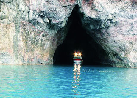 明暗の岩屋(青の洞窟)