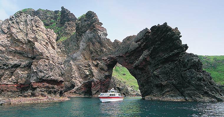 国賀めぐり定期観光船/バス(西ノ島町)