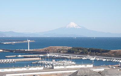御前崎港からの富士山(御前崎市)