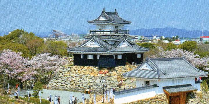 浜松城と天守門