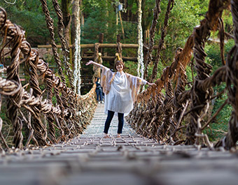 平家伝説の残る祖谷のかずら橋へ