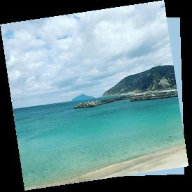 かなさん撮影。東京とは思えない青くきれいな海が眼前に
