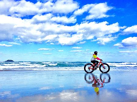 鳥取砂丘は見るだけじゃない!ファットバイクでGO!