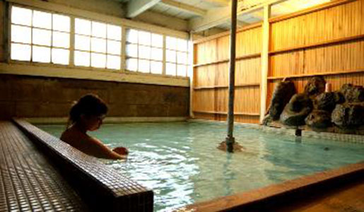 甲州最古の源泉湯とワインの宿 岩下温泉旅館