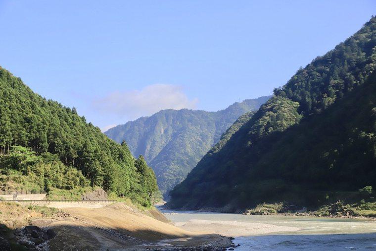 熊野エリアを縦断するように流れる熊野川