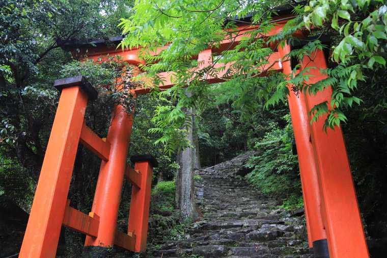 神倉神社の急階段と鳥居