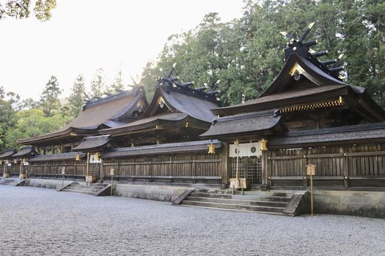 熊野本宮大社の檜皮葺(ひわだぶき)の屋根