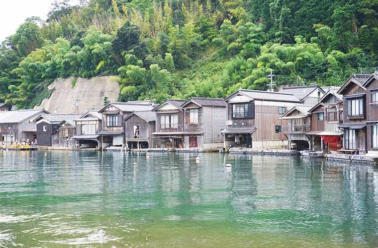 ノスタルジックな風景の伊根の舟屋