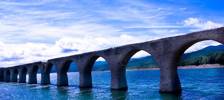 タウシュベツ川橋梁(北海道)
