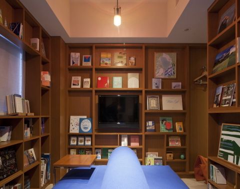 ライブラリー 多くの本に囲まれたデザイナーズルーム