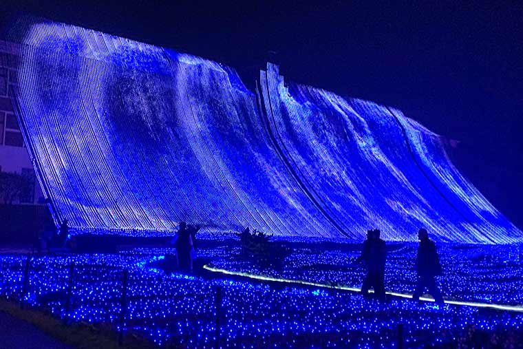 光の滝・ブルーウェーブ