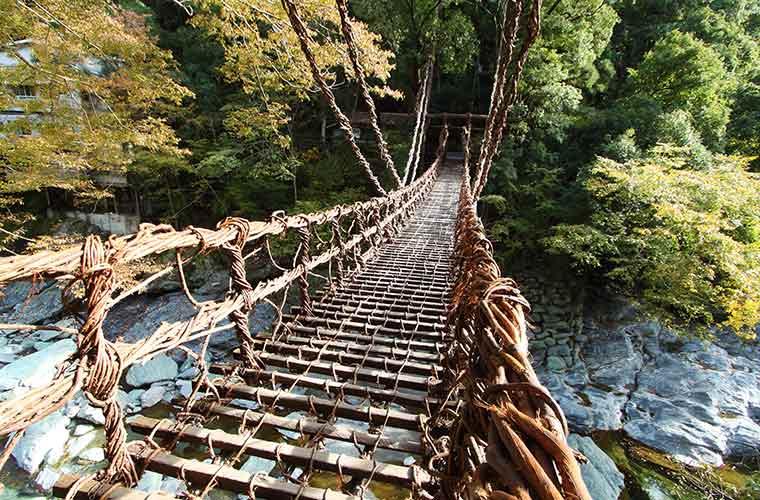 かずら橋を渡るとギシギシという音が