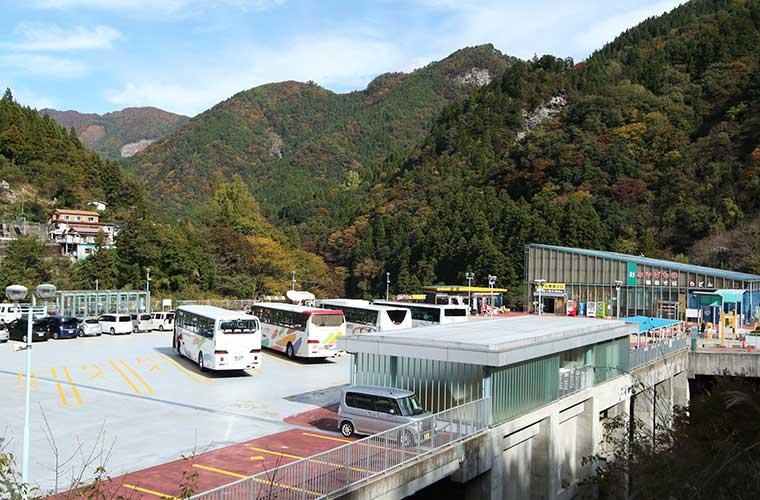 駐車場が併設されたかずら橋夢舞台
