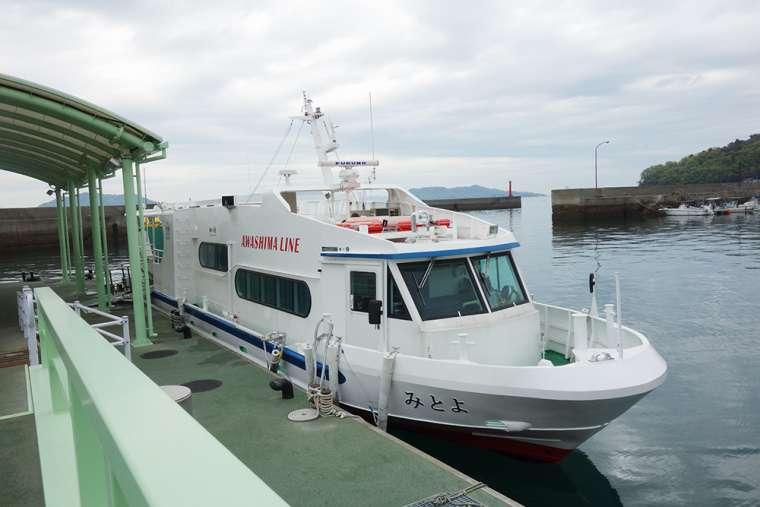 須田港から「粟島」へ