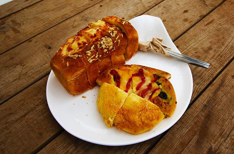 シフォンケーキを思わせるようなしっとりとした食感のパン