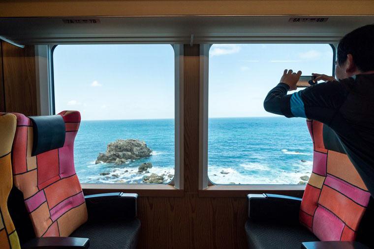 リゾートしらかみ 日本海 絶景