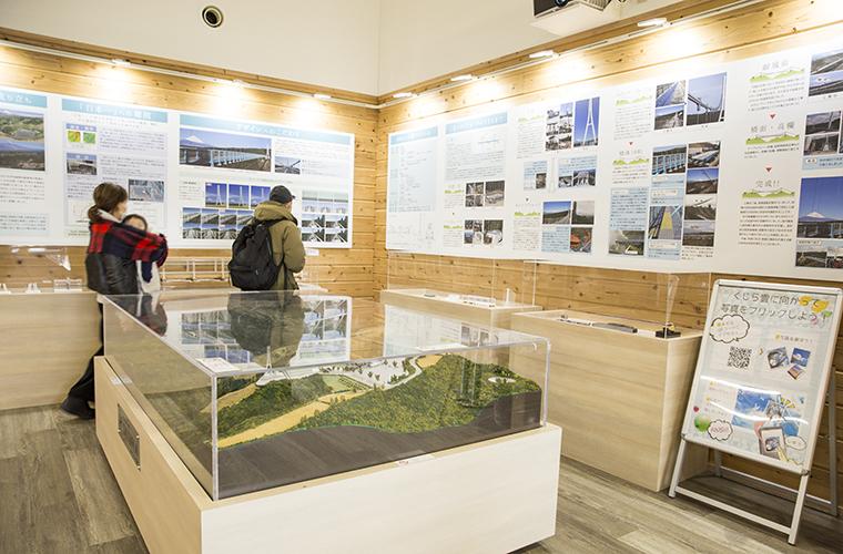 カフェや三島スカイウォークについての展示もあるツリーツリーツリー