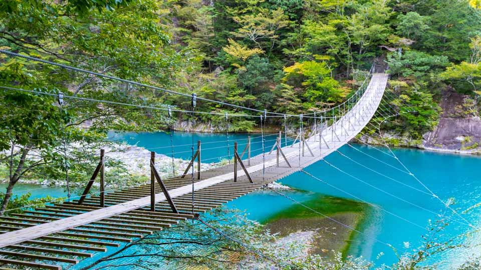スリリングな絶景!歩いて渡れるおすすめ吊り橋15選