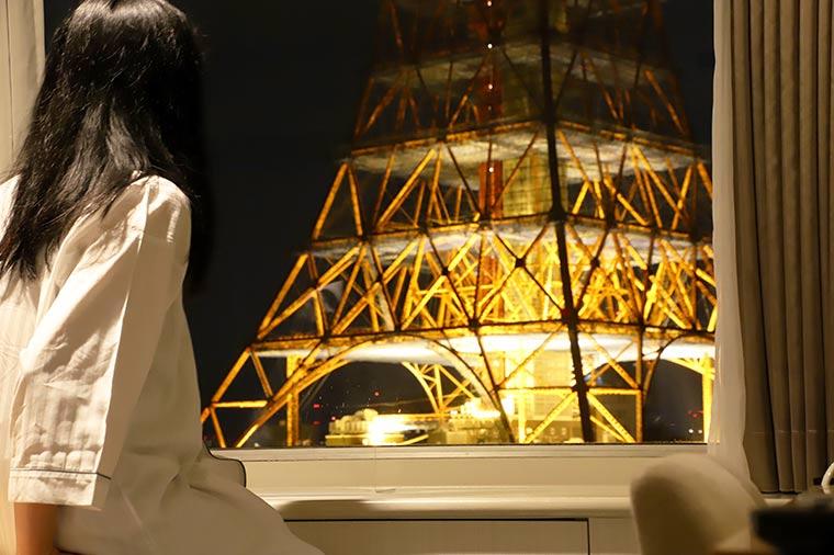 日没と共に東京タワーのライトアップは始まり、翌日の明け方まで空を灯す