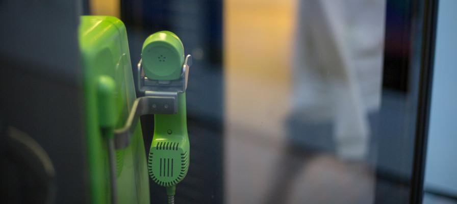 東京四谷的「金色公用電話」