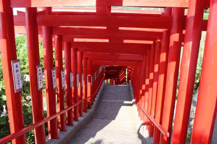 123基もの鳥居が連なる元乃隅神社
