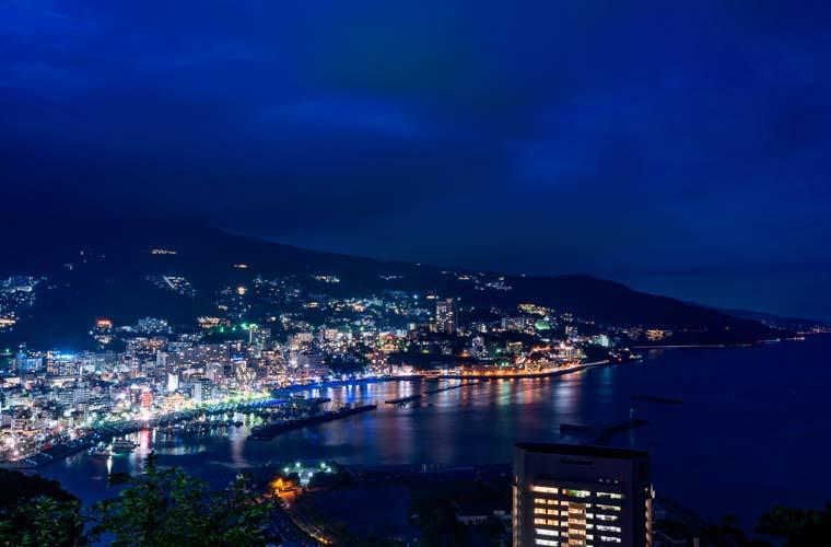 熱海城のバス停周辺の夜景