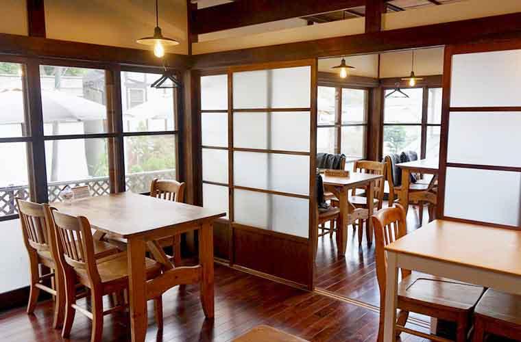 cafe&foods albicocca 長居したくなるような居心地のいい店内