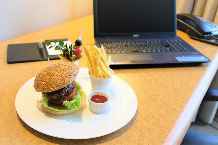 ウェスティンホテル大阪 黒毛和牛と霧島山麓豚のハンバーガー