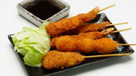 Les brochettes frites « kushi-katsu »