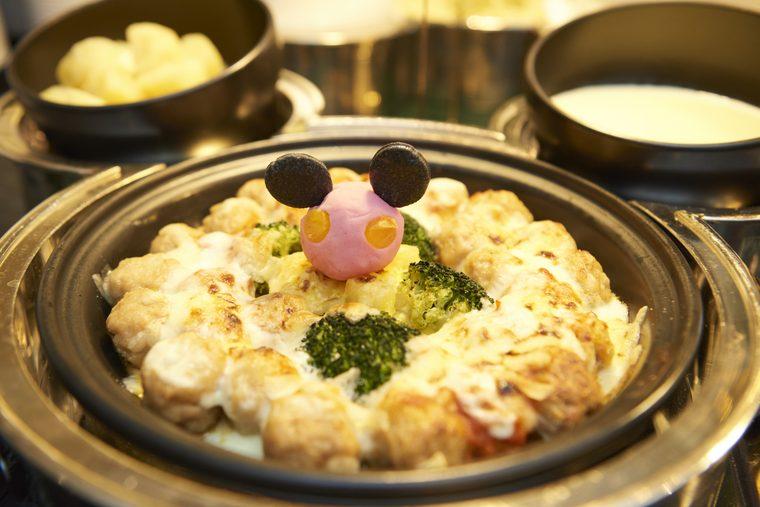 東京ディズニーランドホテル シャーウッドガーデン・レストラン 朝食 ミッキーマウスの「ミートボールグラタン」