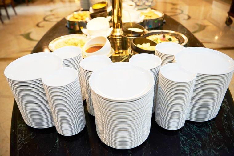 東京ディズニーランドホテル シャーウッドガーデン・レストラン 朝食ビュッフェ お皿