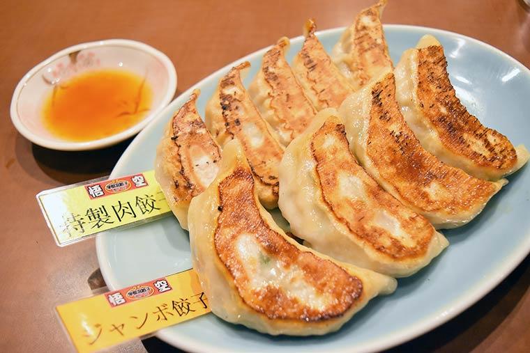 宇都宮餃子 悟空の二大看板メニュー「ジャンボ餃子」「特製肉餃子」