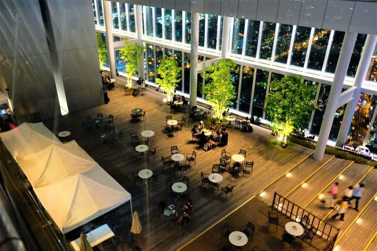 大阪 あべのハルカス 『SKY GARDEN 300』でディナーを楽しむ
