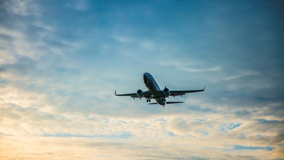 快適なご旅行を!飛行機内での過ごし方や便利グッズ!