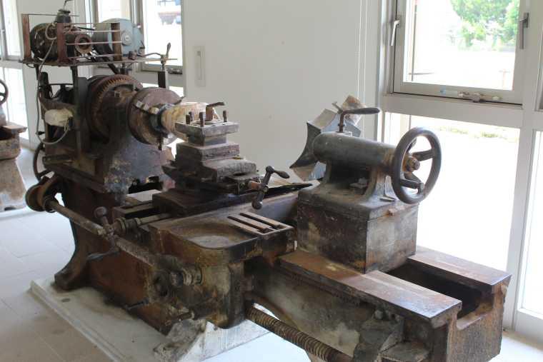 大理石加工展示館の大理石加工機械