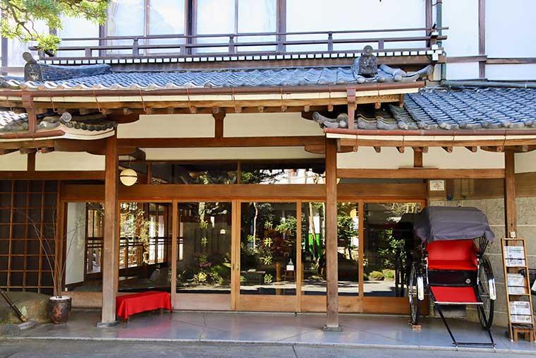 新井旅館 玄関
