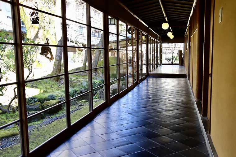 新井旅館 廊下