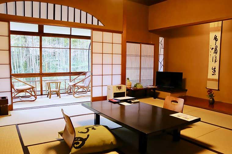 新井旅館「花の棟」の客室