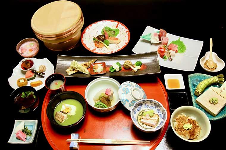 新井旅館「特選懐石コース」の夕食