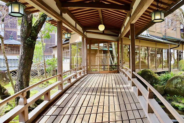 新井旅館「渡りの橋」