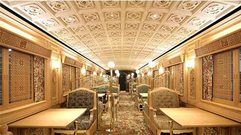 豪華な車内で絶品スイーツを堪能する、観光列車「或る列車」の旅