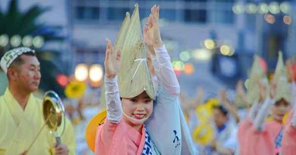 総踊りも復活! 徳島の阿波おどり 初めて鑑賞徹底ガイド