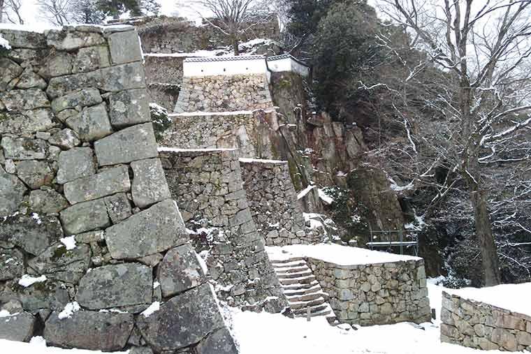 雪景色の備中松山城
