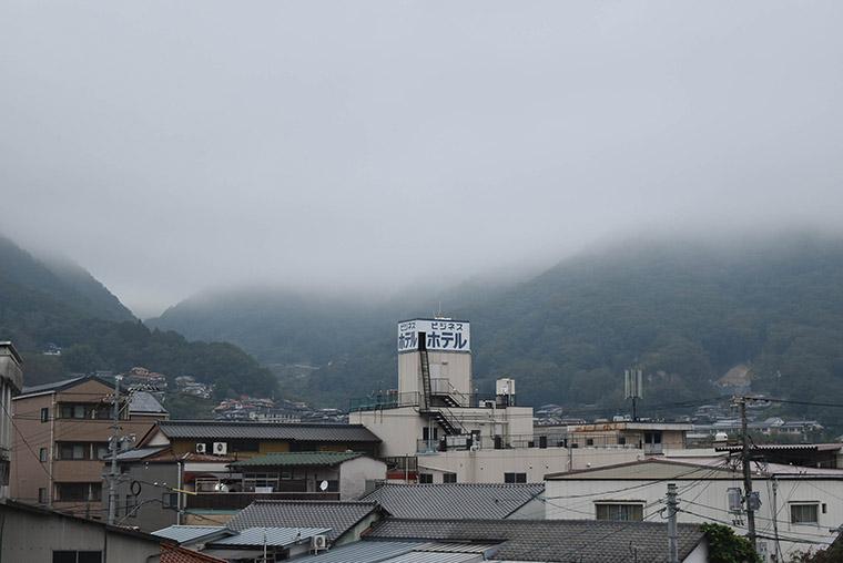すっぽりと雲海に覆われる高梁市