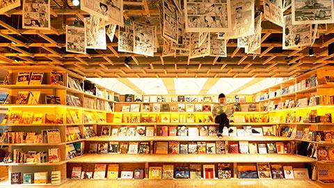 本に囲まれて眠れる空間「BOOK AND BED TOKYO」で読書ステイ