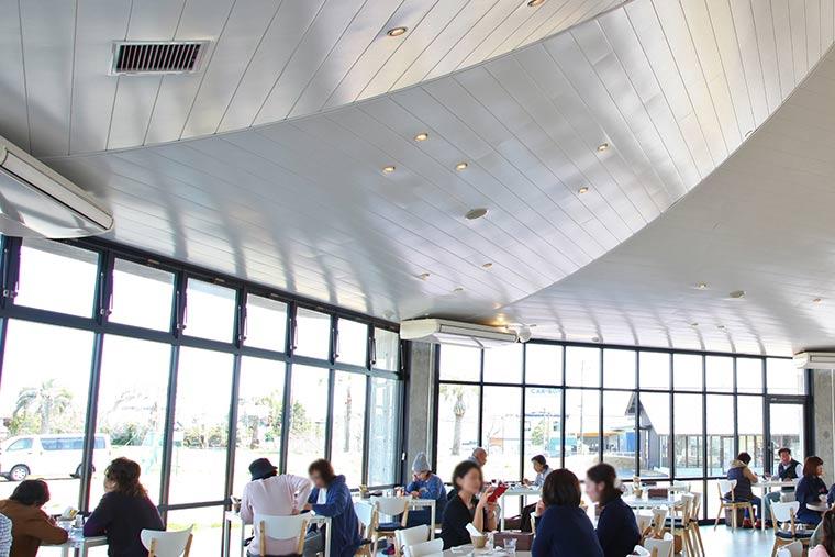 カフェ&リストランテとっチーノの店内