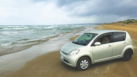 ドライバーの憧れ、石川・千里浜なぎさドライブウェイで絶景走行!