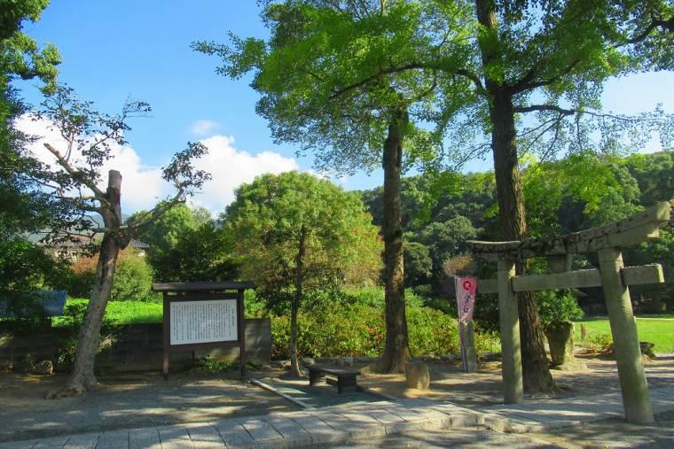 梅花の宴が催されたとされる坂本八幡宮