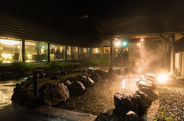 施設内にある温泉「彩光の湯」